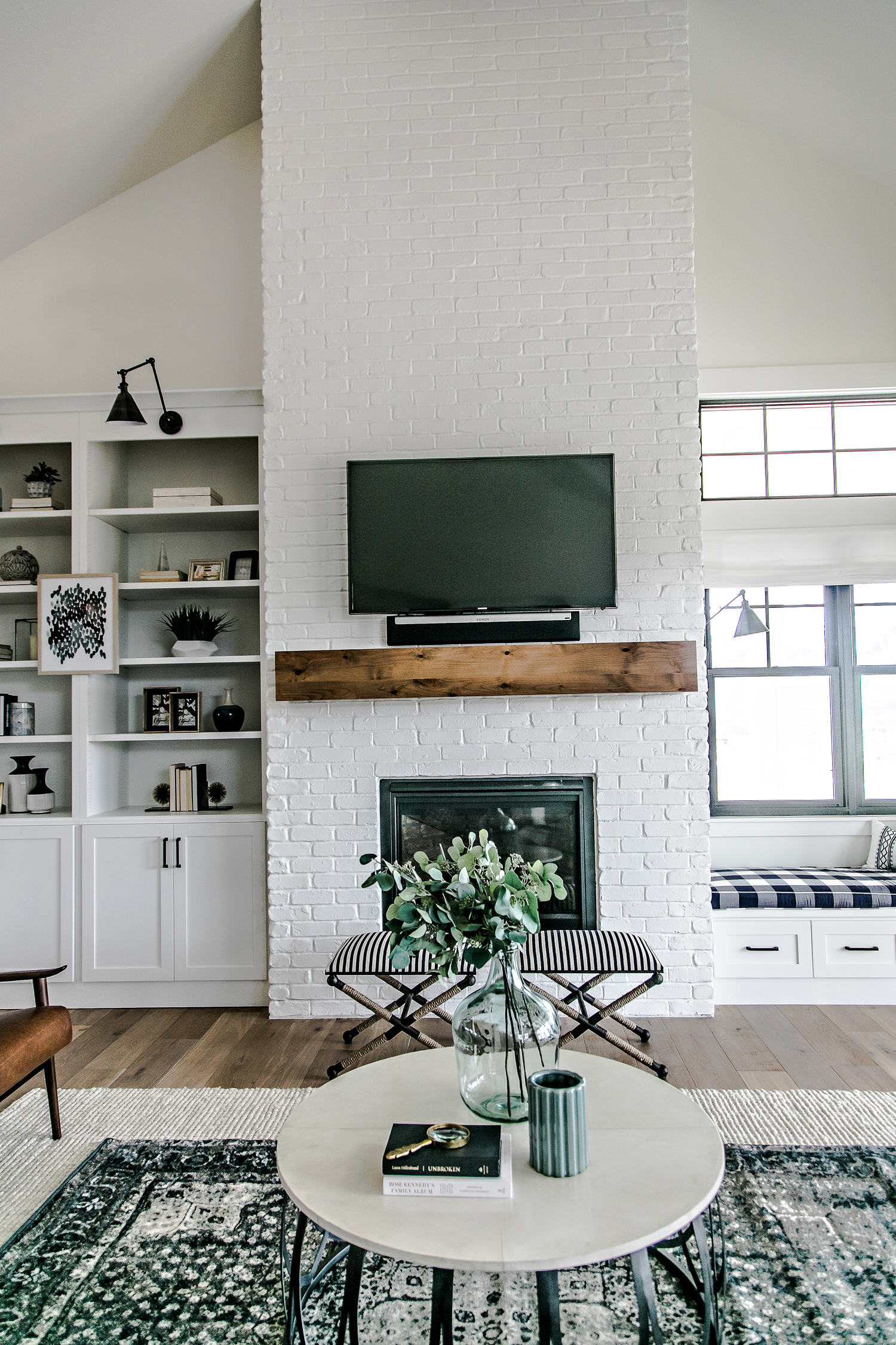 smi modern farmhouse entry u0026 family room sita montgomery interiors